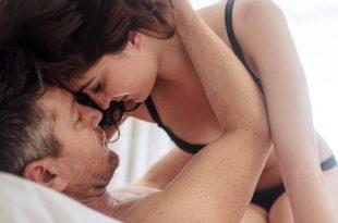 12 وضعية للجماع جديدة عندما تكون زوجتك في الاعلى